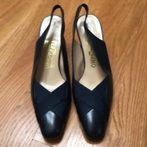 Salvatore Ferragamo navy leather shoes, size71/2AA